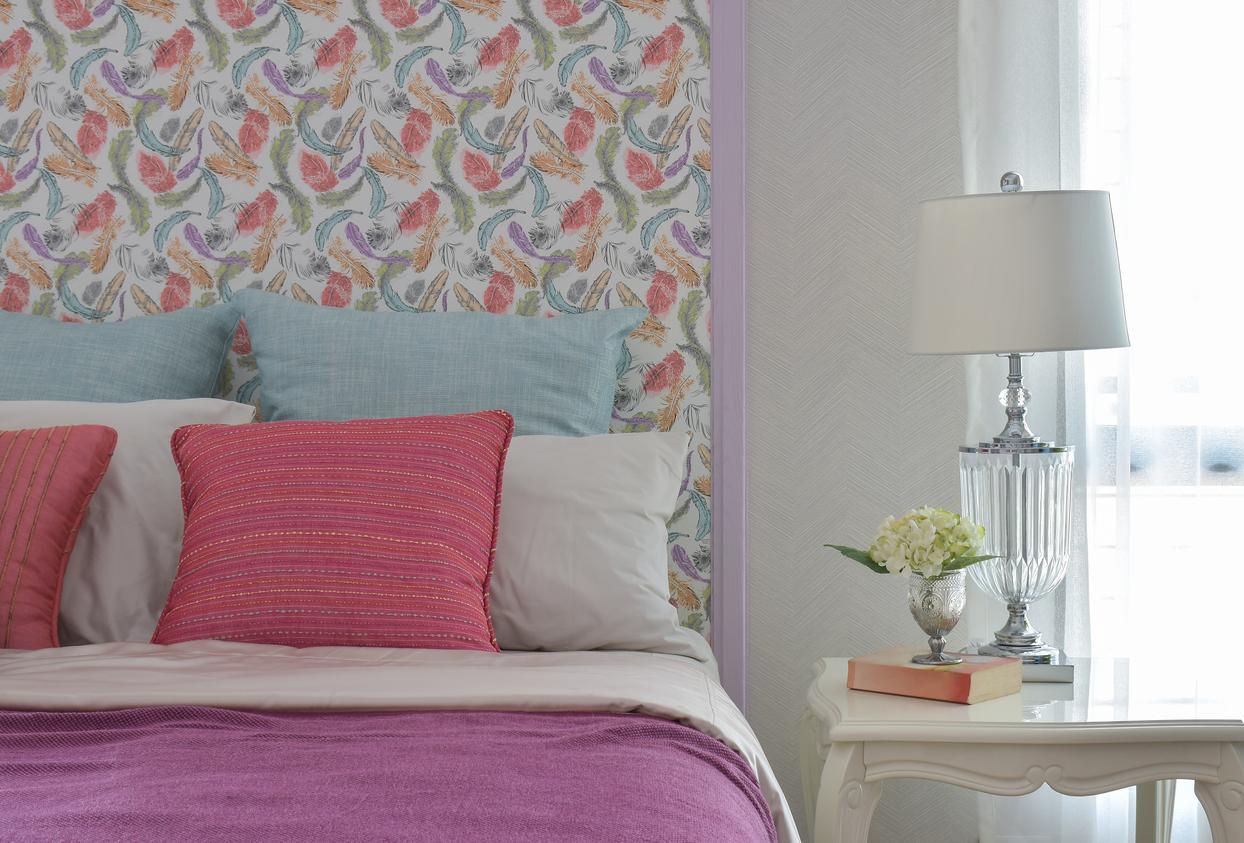 Un papier peint coloré pour une tête de lit